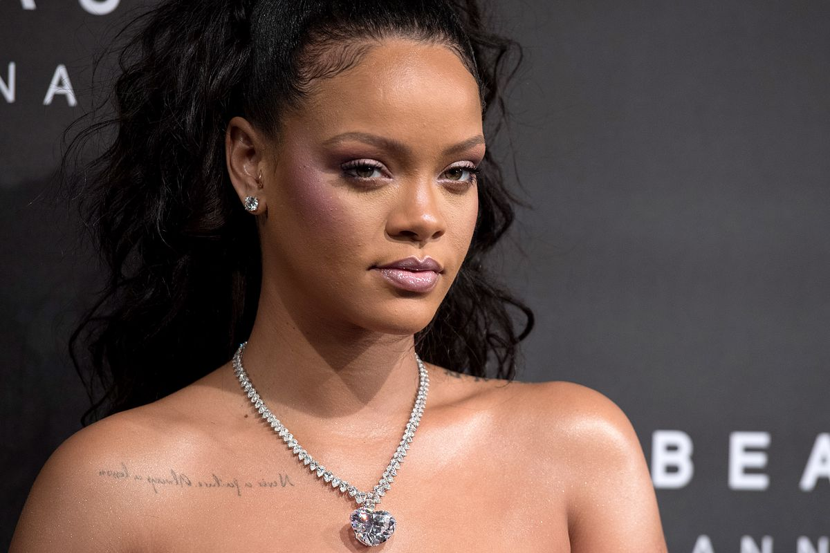 Robber enters into Rihanna's house and spent night there