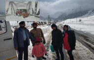 Snowfall: Over 700 persons evacuated from Jawahar Tunnel,Snowfall: Srinagar Jammu highway, Mughal road closed