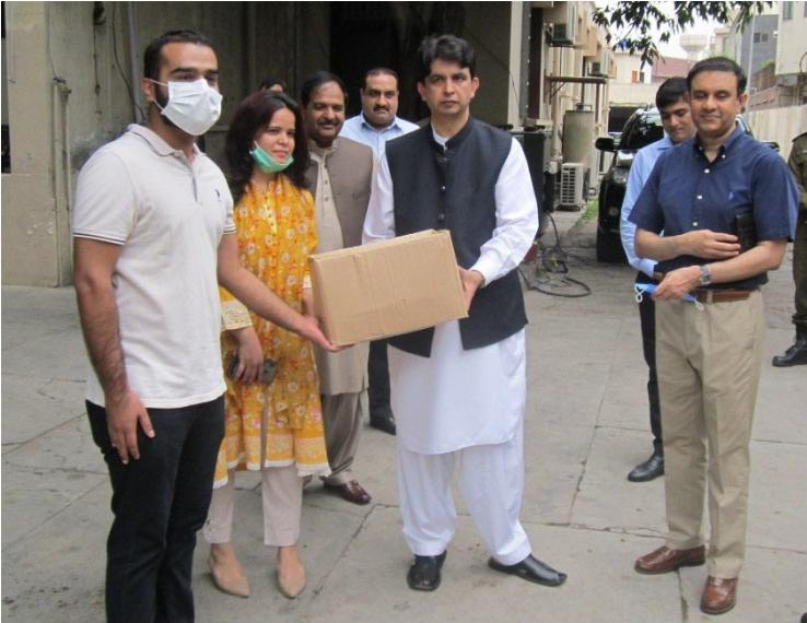 Metro Pakistan Employees Donate Food Hampers To PDMA